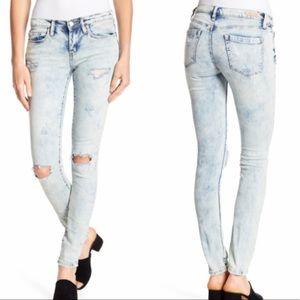 NWT Blank NYC The Reade Acid Wash Skinny Jeans 31